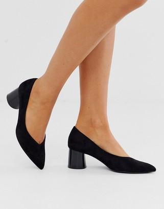 Stradivarius faux suede mid heel shoes in black