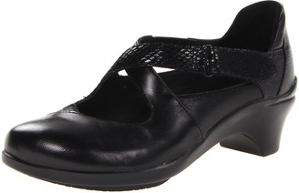 Aravon Women's Mona Black Pump 7 M (B)