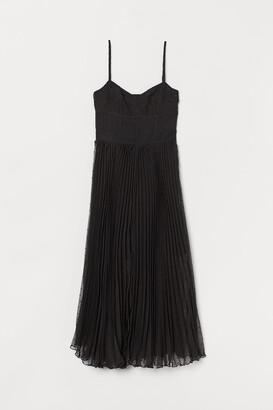 H&M Pleated dress with plumeti