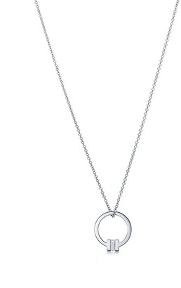 Tiffany & Co. T pendant in 18k white gold with a baguette diamond