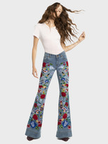Alice + Olivia RYLEY LOW RISE BELL JEAN