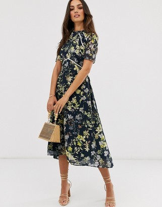 Hope & Ivy Hope and Ivy midi dress with open back in black based floral print
