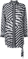 Versus oversized printed logo shirt - women - Silk - 42