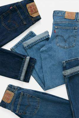 Urban Renewal Vintage Levi's Dark Wash Jeans - blue M at Urban Outfitters