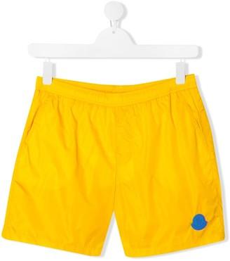 Moncler Enfant TEEN logo patch swim shorts
