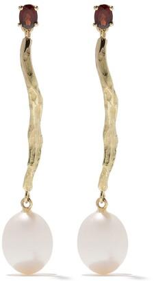Wouters & Hendrix Gold 18kt yellow gold Garnet & Pearl Branch earrings