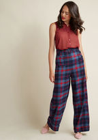 VAW170204B If it's your goal to look glam at all times, then these high-waisted trousers will sure come in handy! Spiffing up your workday with a side-button closure, a single back pocket, a belt, and cuffed wide legs, these navy, blue, and red plaid pants from Coll