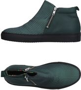 Le Crown Sneakers