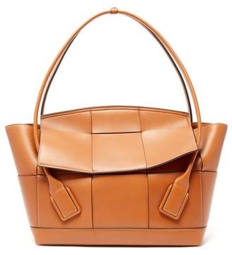 Bottega Veneta The Arco Large Intrecciato Leather Bag - Tan