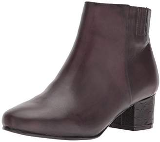 Trotters Women's Shannon Ankle Bootie