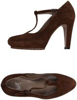 Naif Pumps