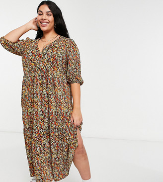 ASOS DESIGN Curve plisse v neck maxi with tiered hem with long sleeves in autumnal floral