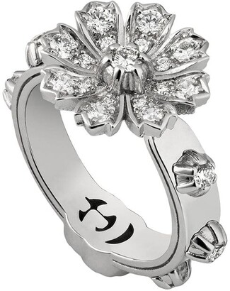 Gucci Ring with flower and diamonds