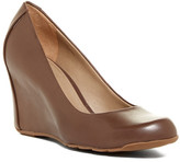Kenneth Cole Reaction Did U Tell? Wedge Pump