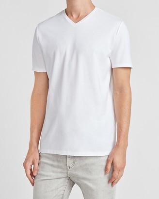 Express Solid Moisture-Wicking V-Neck T-Shirt