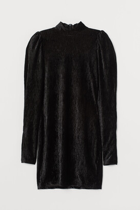 H&M Puff-sleeved Velour Dress