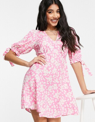 New Look v front mini tea dress in pink floral