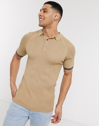 New Look muscle fit knitted polo in tan