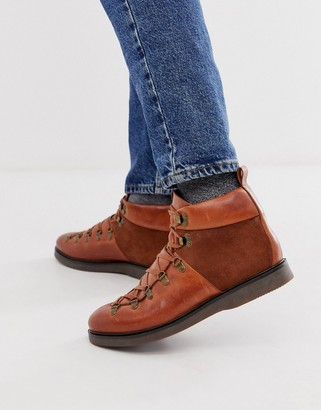 Calverston Hiker boots in tan leather