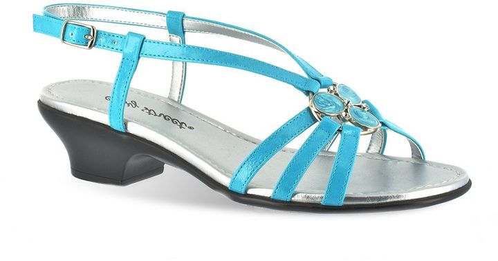Easy street trifecta wide sandals - women