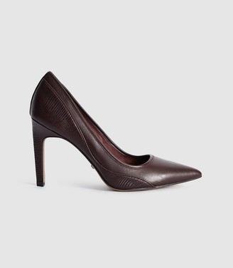 Reiss Maddy - Snake Detailed Leather Court Shoes in Pomegranate