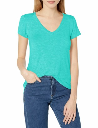 Tresics Women's Semi Fitted V-Neck Tee with Front Pocket and Low Shirt Tail Hem