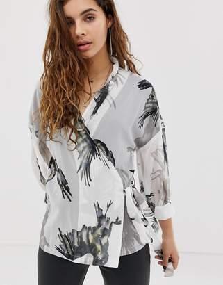 Religion wrap blouse in bird print-White