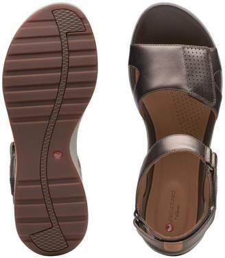 Clarks Un Adorn Calm Flat Sandals - Pebble Metallic