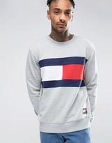 Tommy Jeans 90s Flag Crew Sweatshirt in Gray Marl