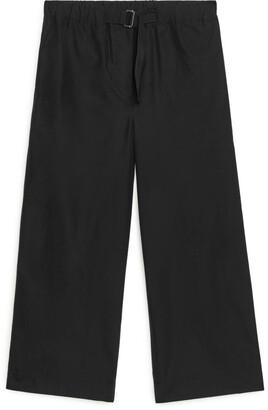 Arket Buckle-Detail Poplin Trousers