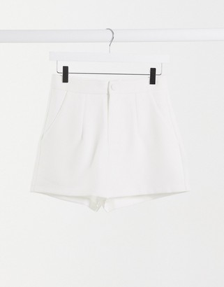In The Style x Shaughna tailored short in cream