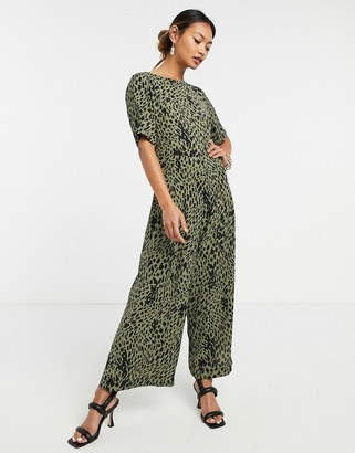 Traffic People short sleeve jumpsuit in green animal