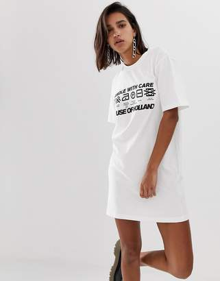 House of Holland handle with care print t-shirt dress-White