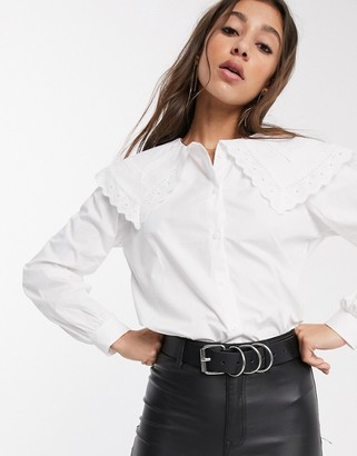 Object shirt with oversized embroidered collar in white