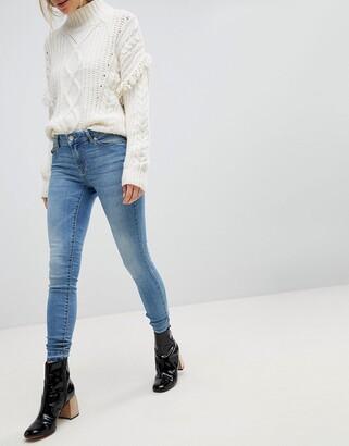 JDY light wash skinny jean in blue