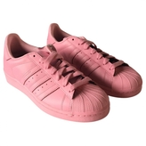adidas Low-top Superstar trainers.