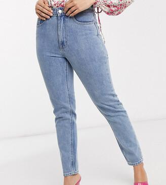 Vero Moda Petite mom jeans with high waist in light blue denim
