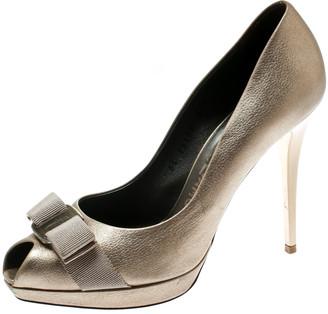 Salvatore Ferragamo Metallic Dull Gold Leather Vara Bow Peep Toe Platform Pumps Size 37.5