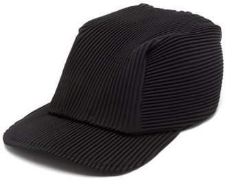 Homme Plissé Issey Miyake Flat-brim Technical-pleated Cap - Mens - Black