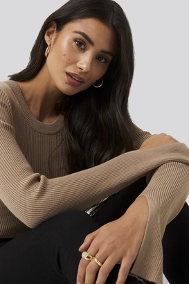 Di Lara Dilara X NA-KD Sleeve Slit Rib Knitted Top Brown