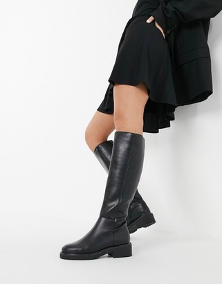 London Rebel flat pull on knee boots in black