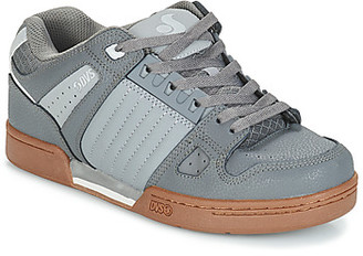 DVS Shoe Company CELSIUS men's Shoes (Trainers) in Grey