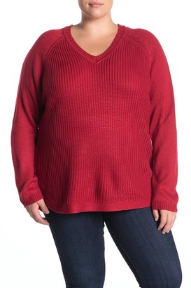 On V-Neck Shirttail Hem Sweater (Plus Size)