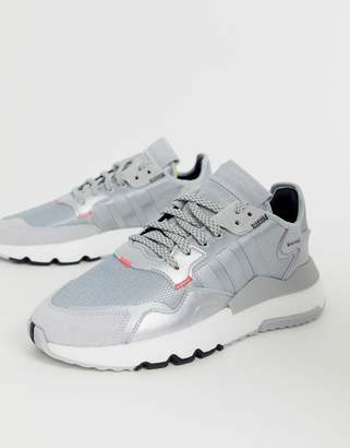 adidas nite joggers trainers in grey-White