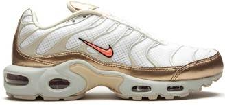 Nike Air Max Plus low-top sneakers