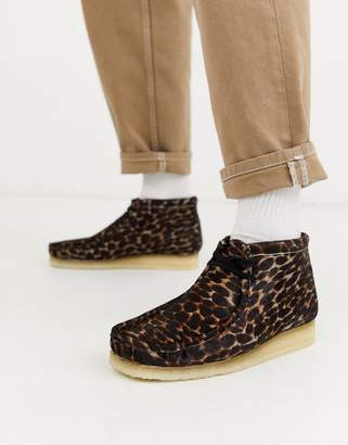 Clarks wallabee boots black animal print-Brown