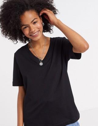 Selected short sleeve v neck t-shirt in black