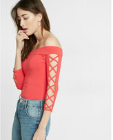 Express crisscross off the shoulder tee