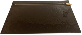 Louis Vuitton Burgundy Patent leather Clutch bags