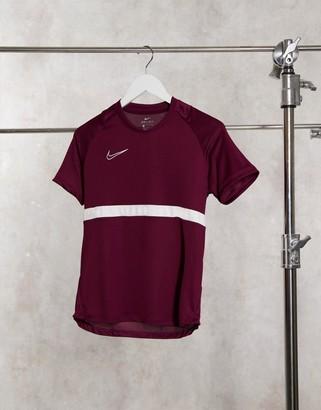Nike Football Academy Dry t-shirt in burgundy